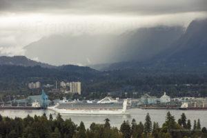 Le navire Golden Princess dans le Port de Vancouver en 2018.