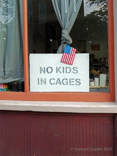 Pas d'enfants dans des cages.