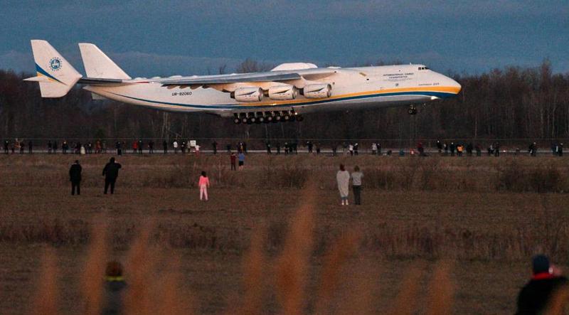 L'Antonov 225 arrive à Mirabel en provenance d'Anchorage, le 1er mai 2020.