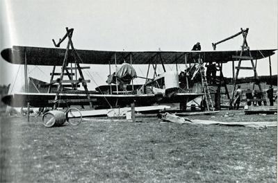 Le Vickers-Vimy est réassemblé à Quidi Vidi, à Terre-Neuve.