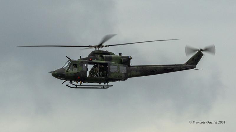 Un hélicoptère Bell CH-146 Griffon canadien à Québec en juin 2021