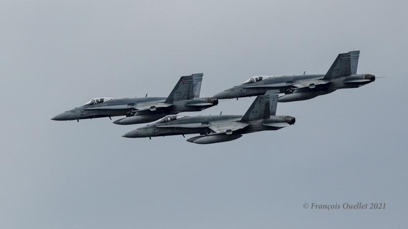 Trois CF-18 passent par Québec en juin 2021.