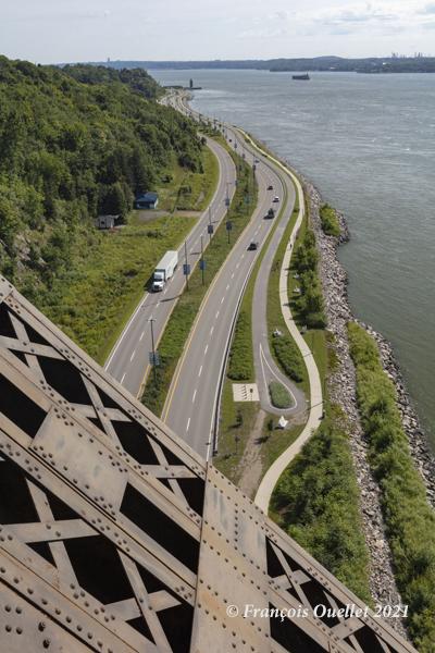 La Promenade Samuel-De Champlain vue du pont de Québec en 2021.