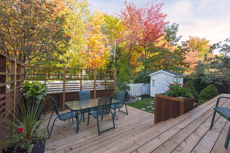 Le plancher du patio est complété.