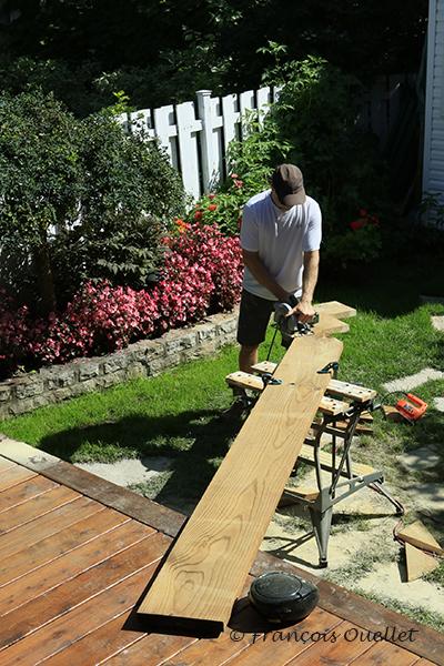 Découpage des escaliers dans une pièce de bois 2x12.