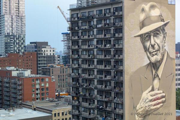 Leonard Cohen sur un bâtiment de Montréal.