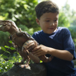 A2257XX_DINO_DinosaurProjectorBoy_LIFE3_HiRes300dpi