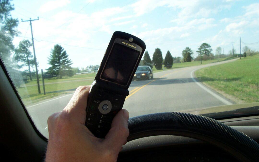 Distracted Driving in Alberta: What's Forbidden Under the Legislation?