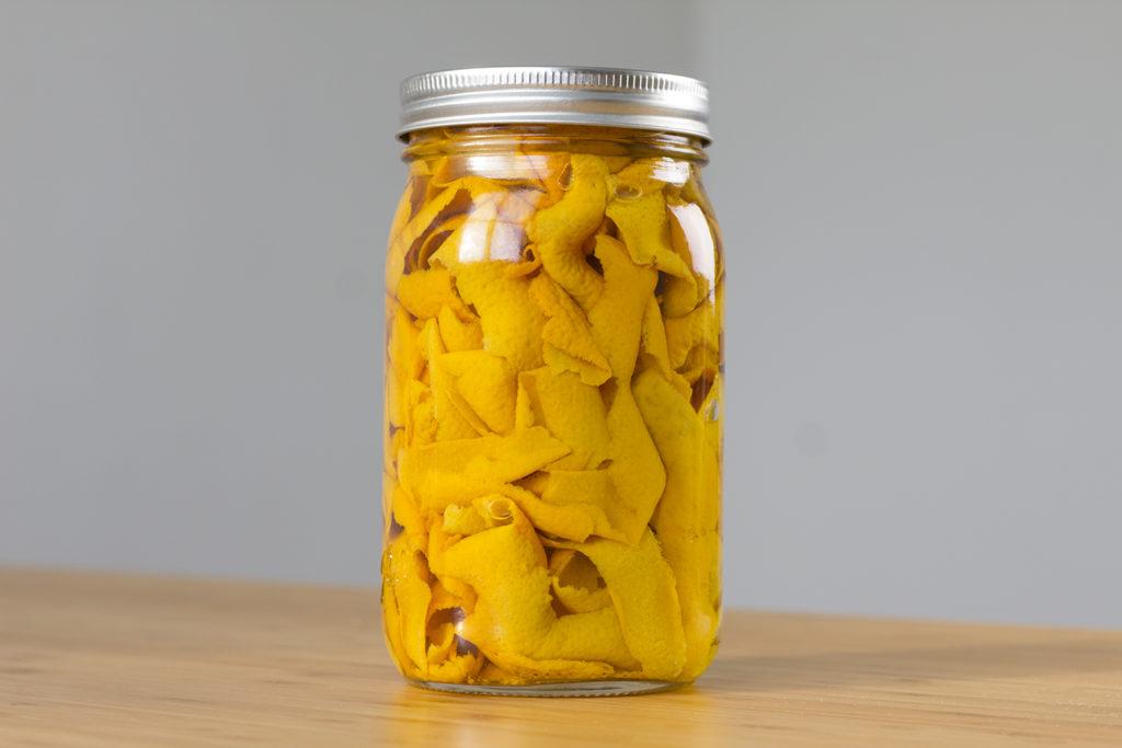 limpiador ecologico de vinagre con cascaras de naranja
