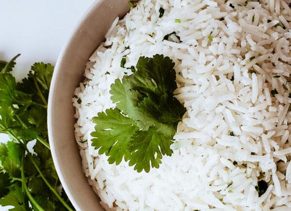 arroz con leche de coco y cilantro