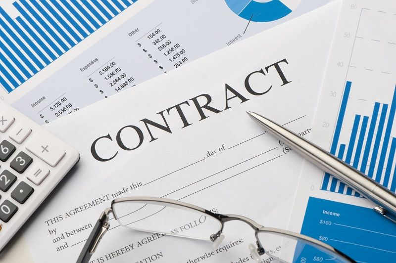 Close-up-image-of-contract-form-on-a-desk-cm