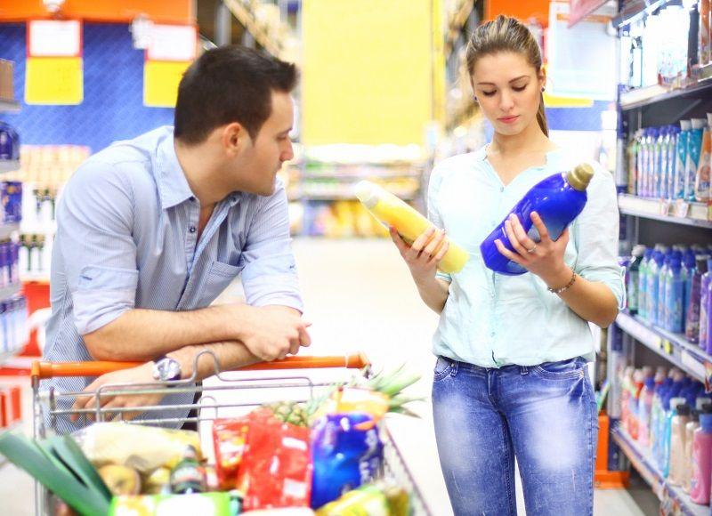 Couple-in-supermarket-cm