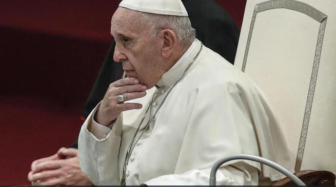 Papa promete que nunca más encubrirán curas depredadores
