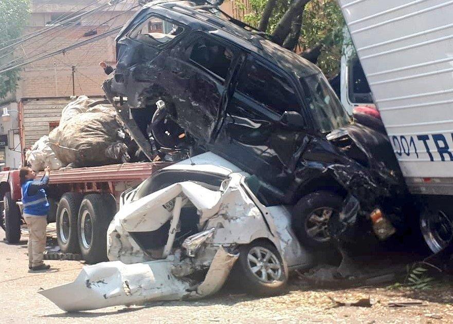 Persecución de tráiler, carambola y posterior balacera en Santa Fe provocan 3 muertos