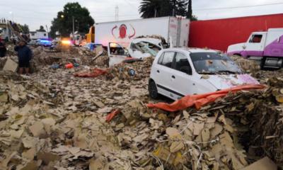Vuelca camión en la carretera Texcoco-Lechería/ La Hoguera