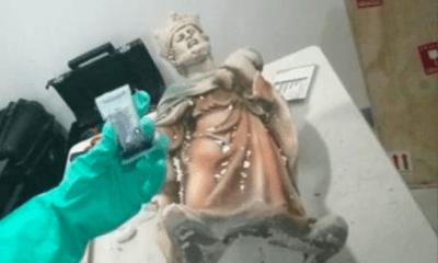 Decomisan metanfetaminas en forma de figuras religiosas en el AICM
