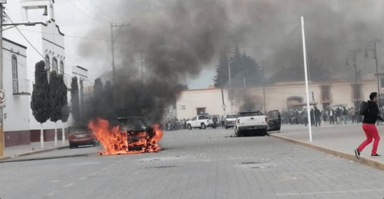 Amozoc, Puebla, Manifestación, Protesta, Piedrazos, Policías, pobladores, fuego, incendian, patrullas,