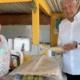 AMLO visita Tabasco y aprovecha para comer totoposte