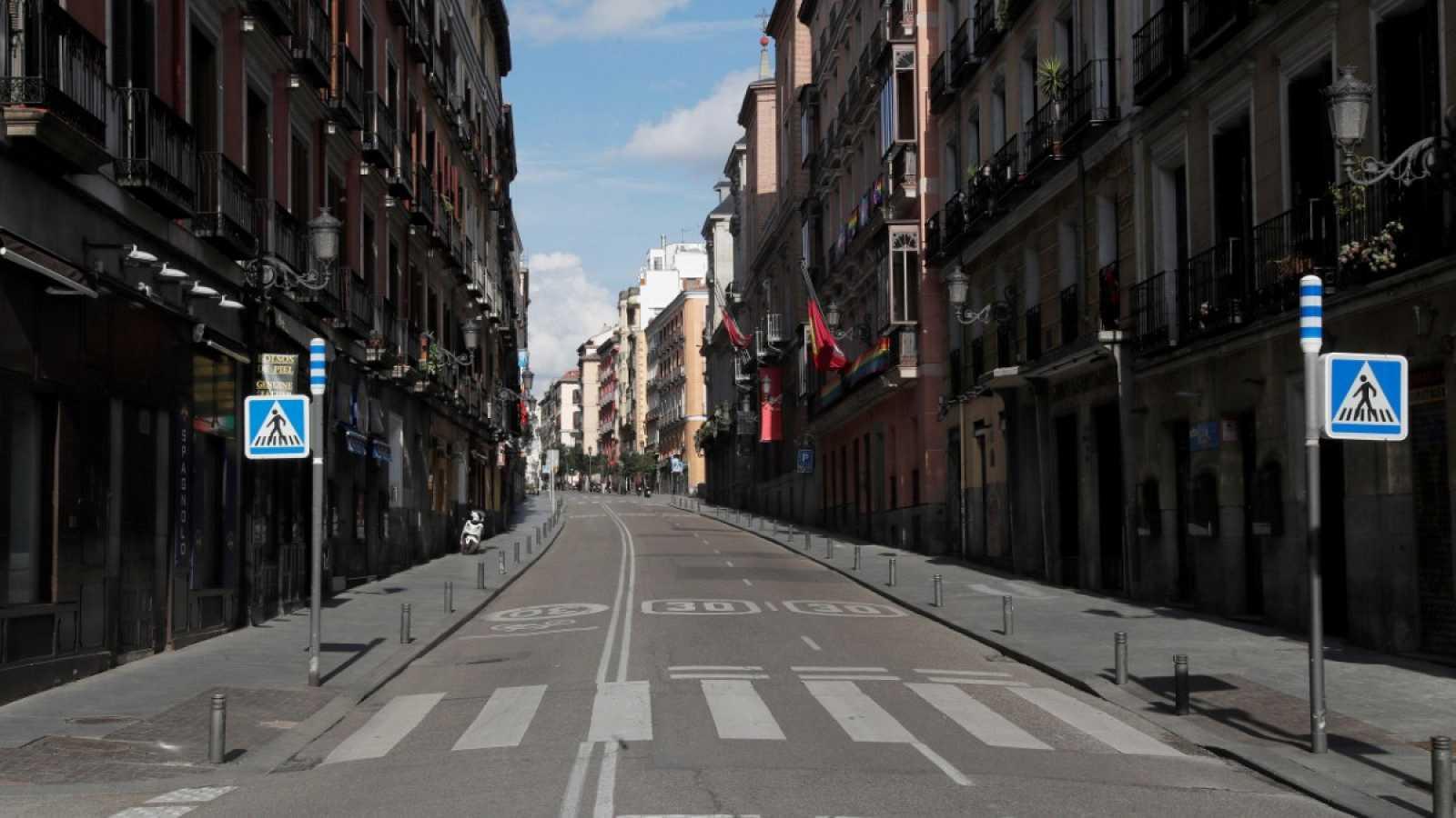 Permiten en España que niños salgan de casa pero multarán a padres que se excedan
