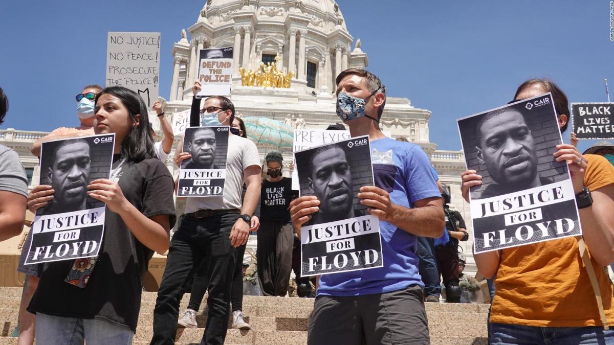 """Asfixia por presión sostenida"", causa de muerte de Floyd; difiere del reporte forense oficial"