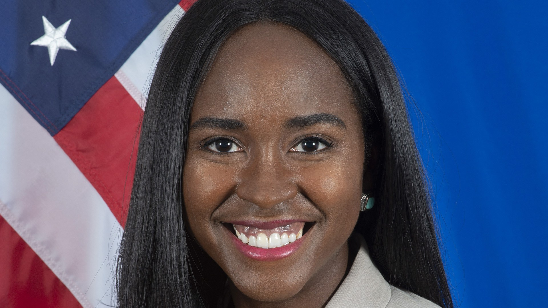 Renuncia alta funcionaria afroestadounidense en protesta contra Trump