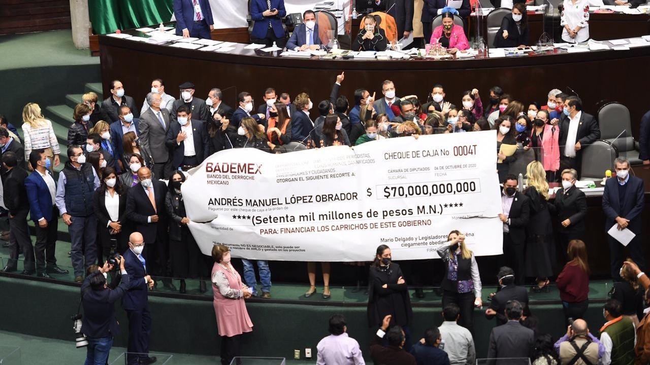 Oposición toma la tribuna de la Cámara de Diputados