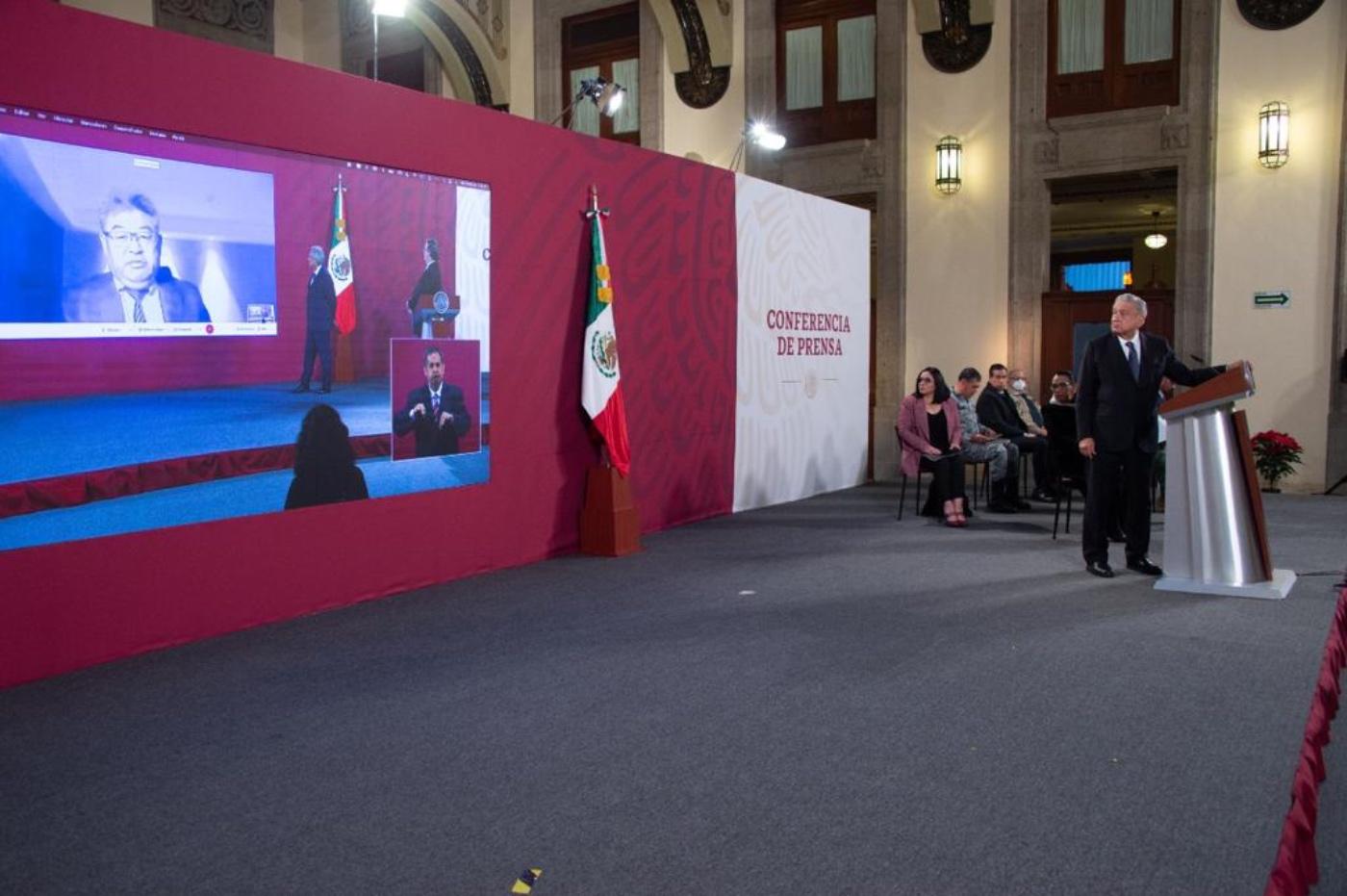 """AMLO defiende uso de vacuna CanSino: """"nos importa la salud, no las ideologías"""""""