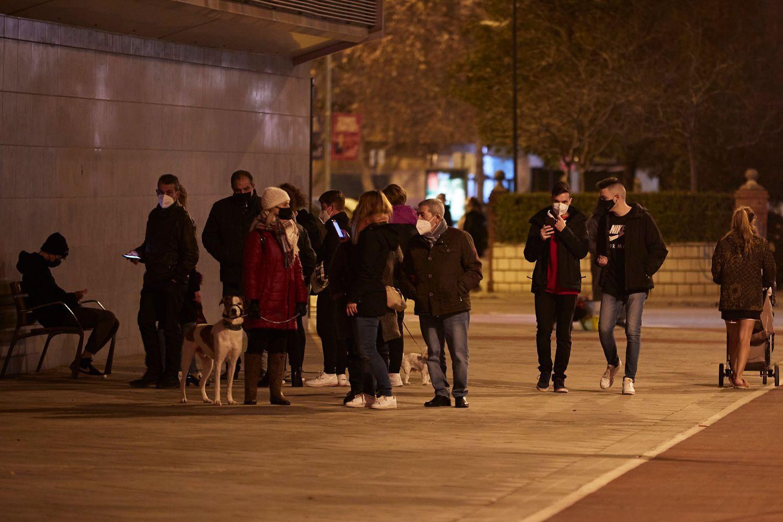 Sismos en Granada; gente sale a las calles pese a toque de queda