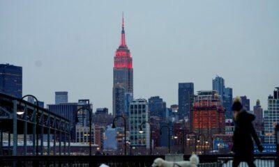 Lugares emblemáticos de NY se iluminan de rojo por año nuevo chino