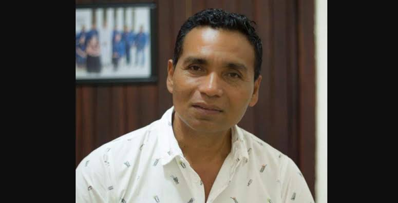 El presidente municipal de Santa María Chahuites, Oaxaca, Leboardo Ramos, fue asesinado en la colonia San Antonio tras salir de su domicilio para dirigirse a la sede del palacio. La Fiscalía General de Justicia de la entidad detalló que el cuerpo del dirigente municipal quedó dentro del vehículo que conducía.
