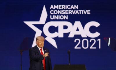 Trump reaparece en público y amaga con tercera candidatura en 2024