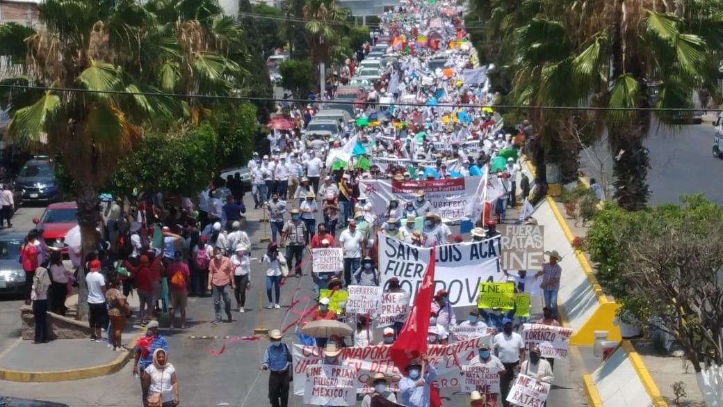 Marchan en Guerrero en rechazo al INE por baja de Salgado Macedonio