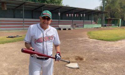 Ya estoy poniéndome en forma, presume AMLO mientras juega beisbol