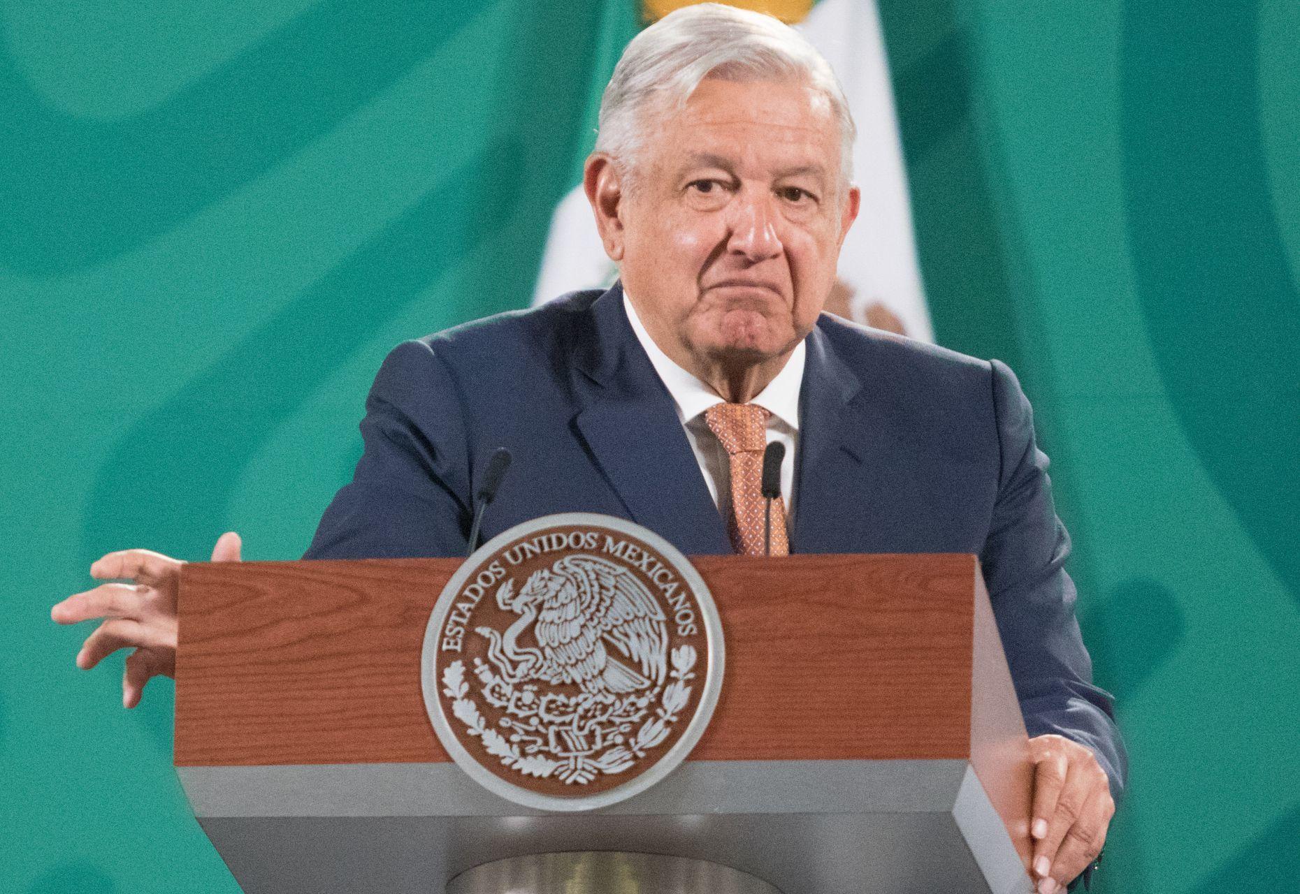 Ordena INE a AMLO no difundir logros del gobierno en conferencias matutinas