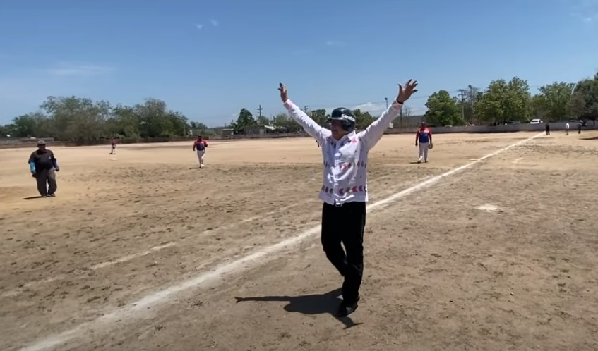 AMLO hace parada para 'macanear' en Sinaloa