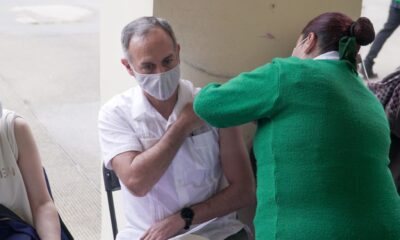 Hugo López-Gatell recibe vacuna contra Covid-19
