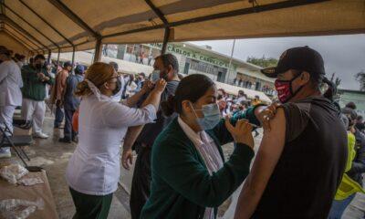 Concluye vacunación contra Covid en personas de 18 años y más en BC