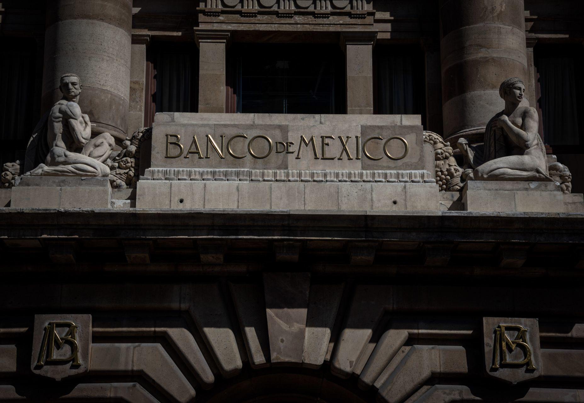 Mejora Banxico pronóstico de crecimiento económico de México