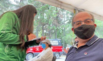 Con discrepancias por manejo de la pandemia, dice, Calderón acude por segunda dosis antiCovid