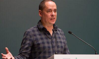 Tunden en redes a Pepe Merino por despido a colaborador a través de WhatsApp