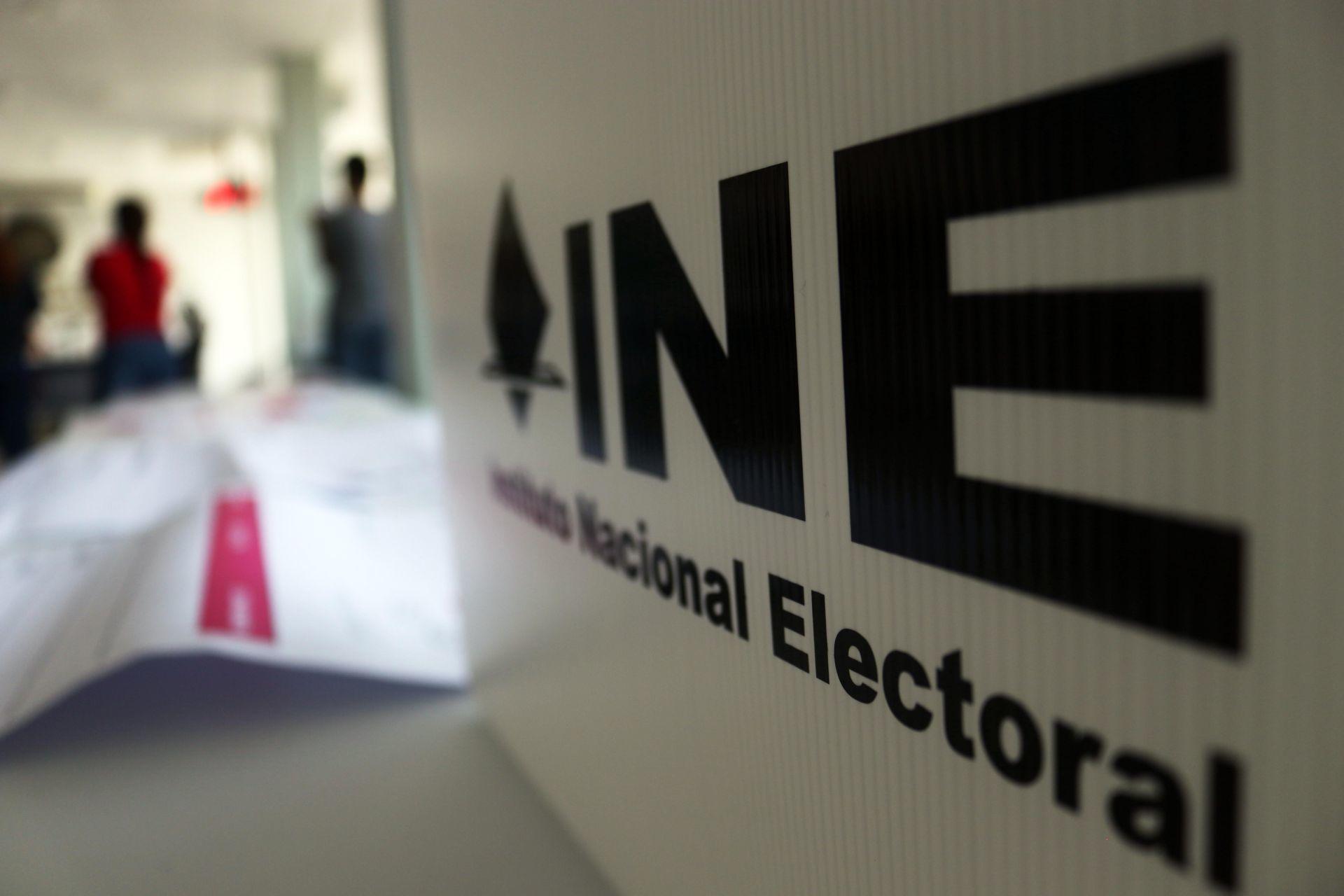 """Monreal ve al INE """"distante y distraído"""" ante consulta sobre los expresidentes"""