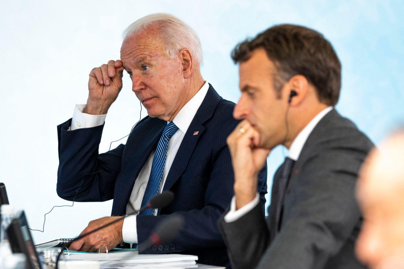 """Crece pelea de Francia con EU y Australia; """"llama a consulta"""" a sus embajadores"""
