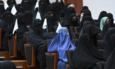 Gobierno talibán anuncia medidas contra mujeres en las aulas