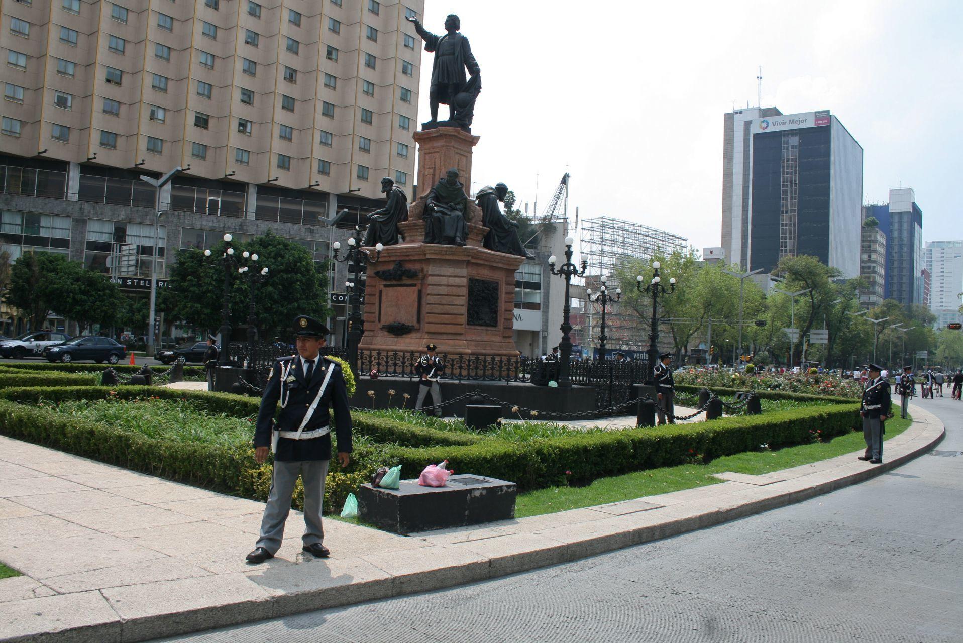 Sustituirá Sheinbaum escultura de Colón en Reforma por la de una mujer indígena