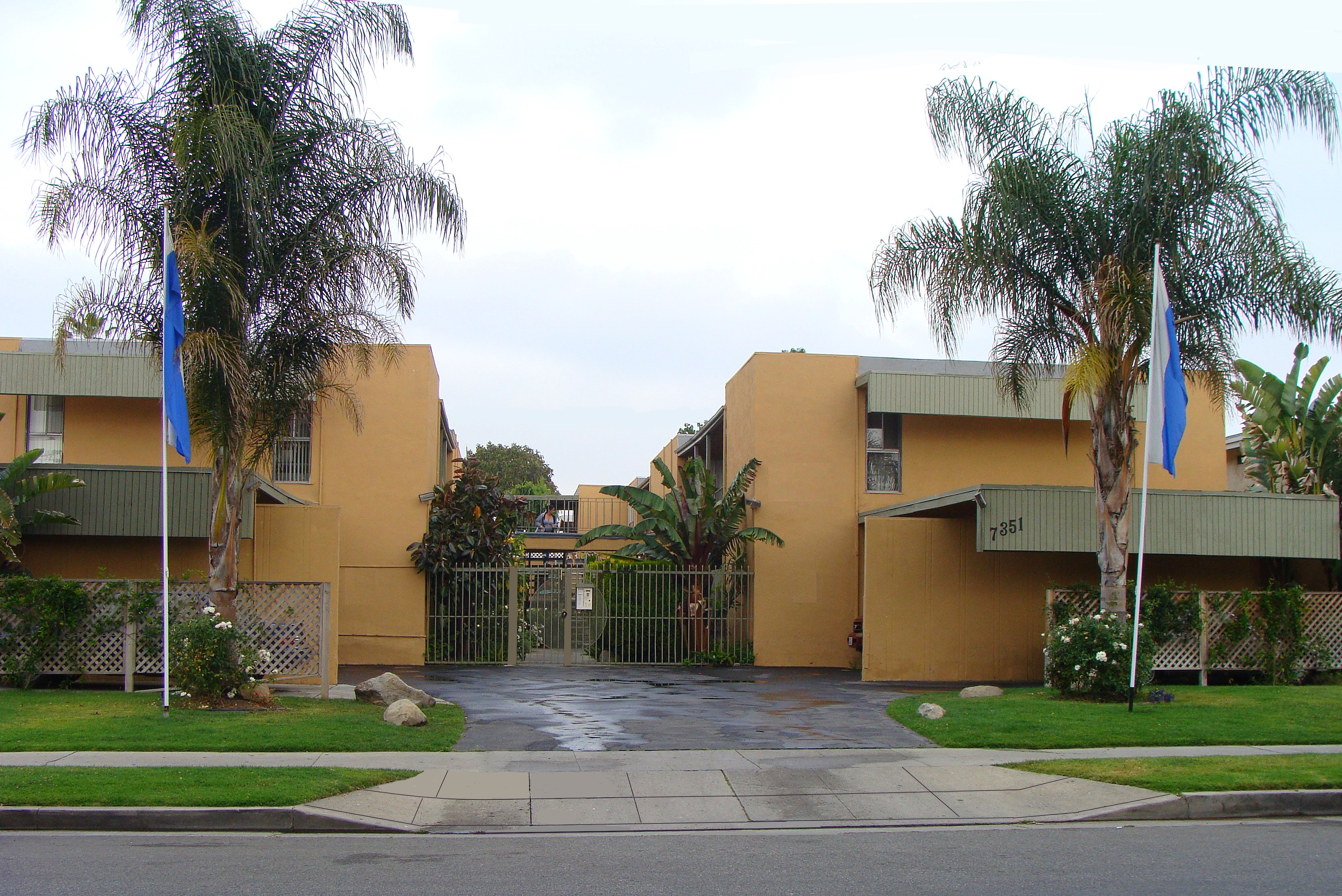 7351 Variel Ave., Canoga Park, CA 91303