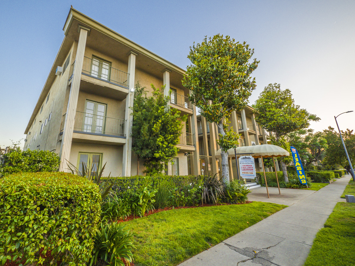 21736 Roscoe Blvd., Canoga Park, CA 91304