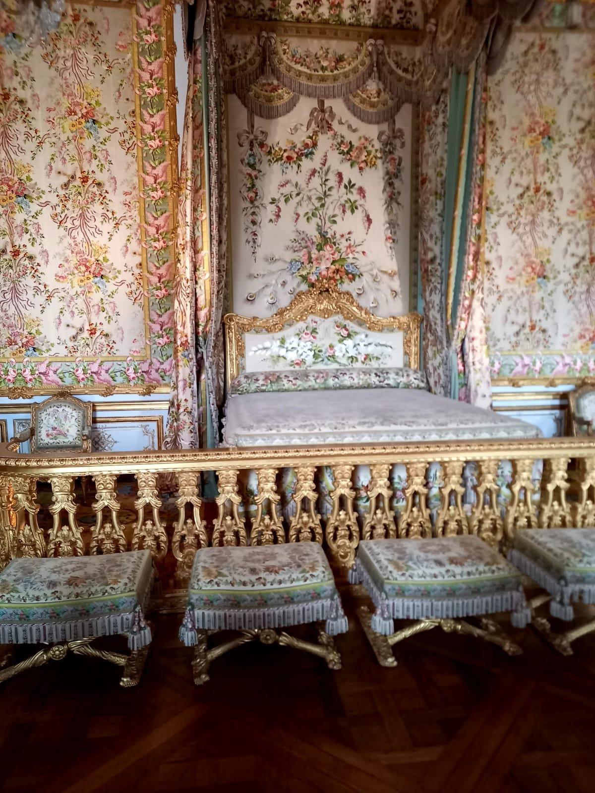 A walk through antiques of Versailles
