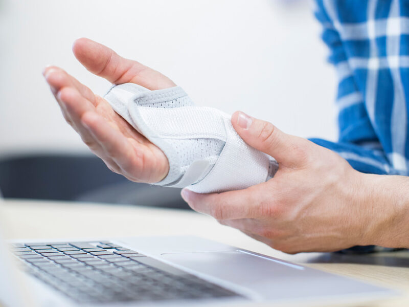 Picture of person with carpal tunnel syndrome