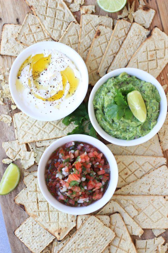 tostaditas de maíz horneadas Sanissimo Bimbo, Salmas, galletitas, libre de gluten, sin tacc, picada, copetín, brunch, toast, guacamole, pico de gallo, receta, cocina mexicana