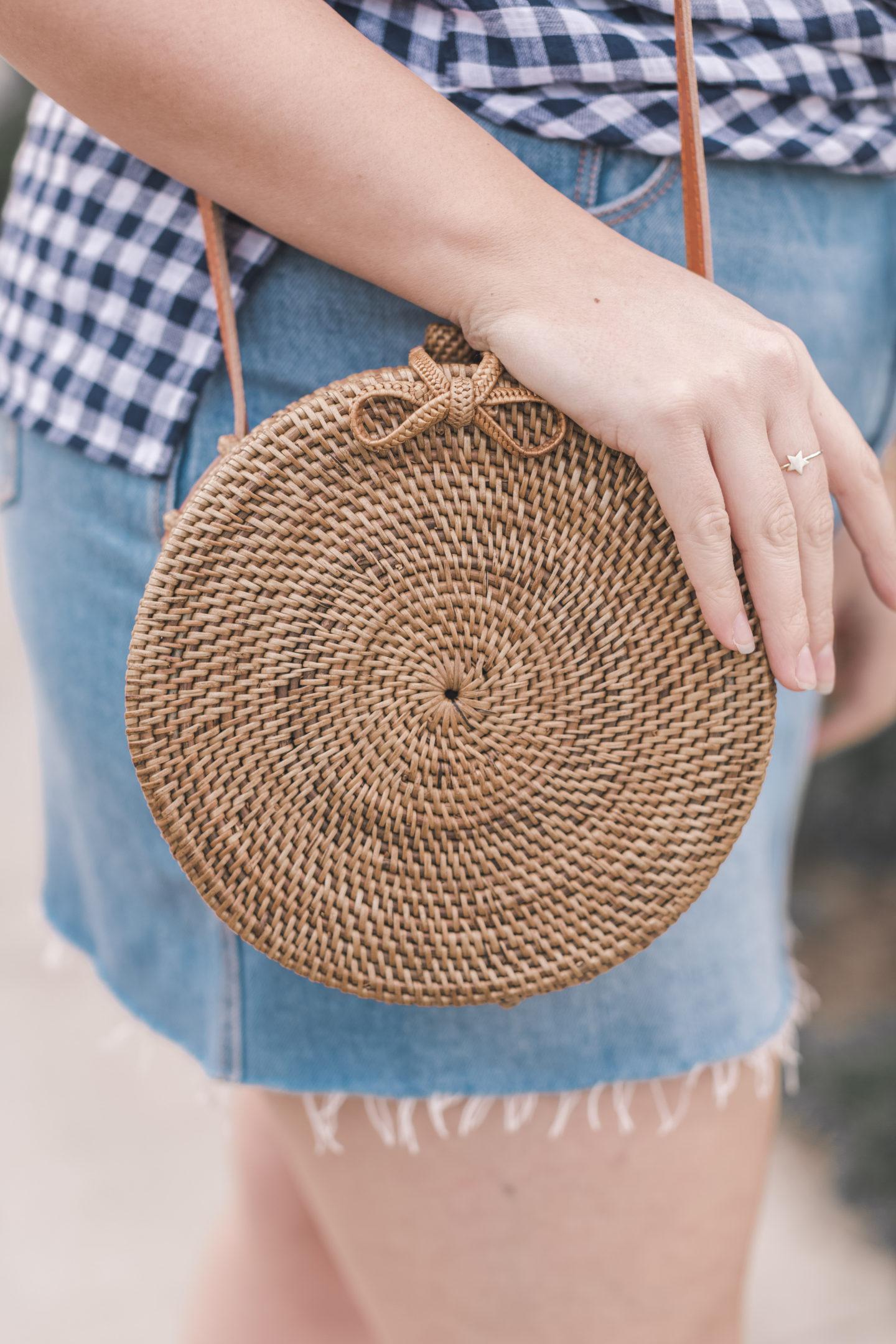 round woven straw bag